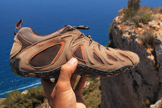 Merrell Shoe Review – Chameleon 4 Stretch as a travel shoe