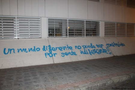 "Reads: ""un mundo diferente no puede ser construido por gente indiferente."" English: ""A different world cannot be created by indifferent people."""